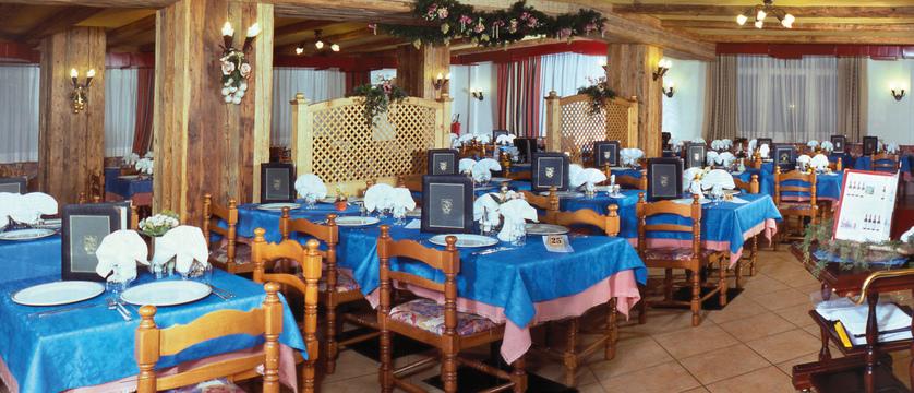 italy_dolomites_canazei_hotel_bellevue_resturant.jpg (1)